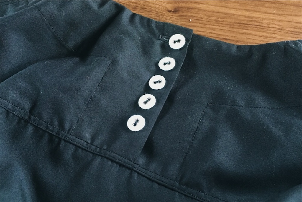 シンプルで着やすい毎日服作りました,後ろヨーク,ボタン