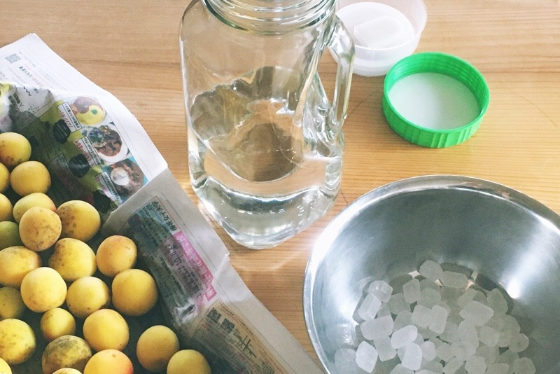 熟した梅,氷砂糖,梅酒作り方