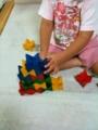 娘、ジェンガ遊びを開発