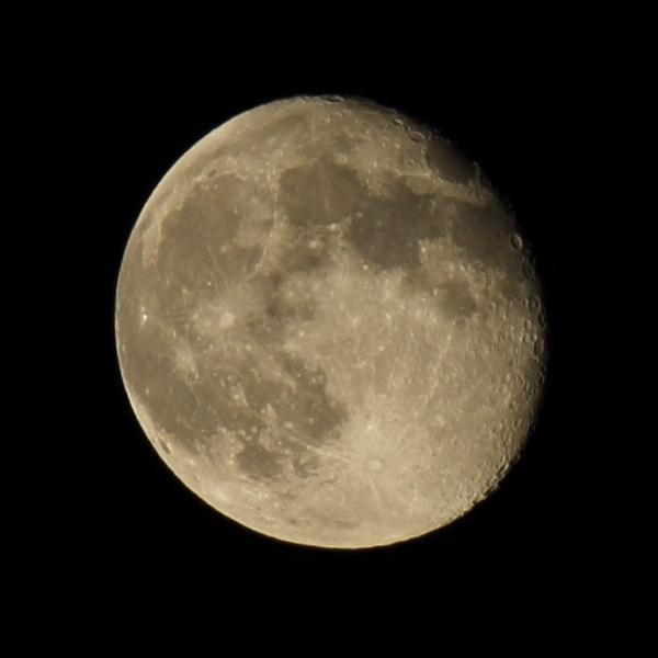 月 《月齢 15.9》