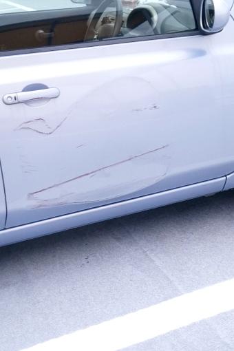 車 擦った