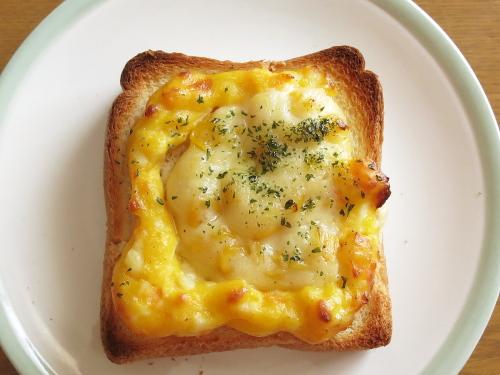 ミスド ホットトースト コーンとたまごチーズ