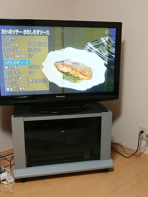 古いテレビとテレビ台