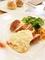 メイン料理と食べ放題のパン
