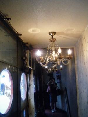 シャンデリアと鏡