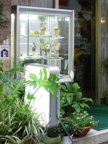 純喫茶田園・外のショーケース
