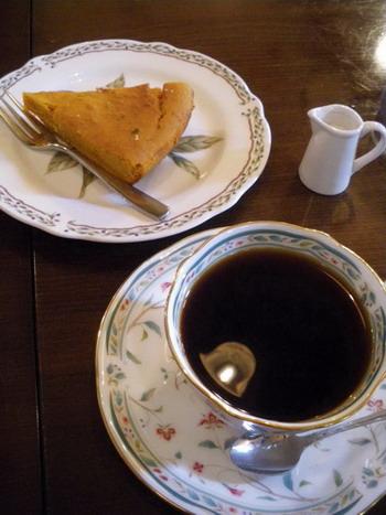 かぼちゃチーズケーキとコーヒー