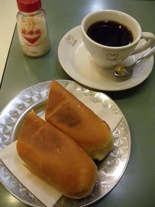 ホット珈琲とホットドッグ