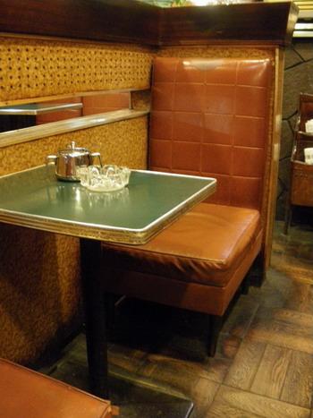 小さなテーブル席