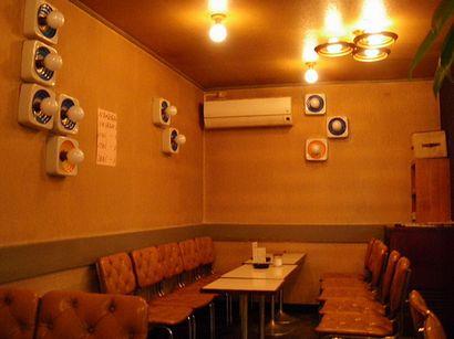 壁のキューブ型照明