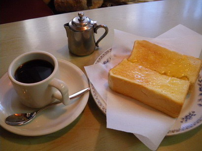 バタートーストとコーヒー