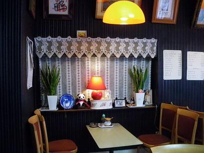 ブラジルコーヒー店内・飾り棚