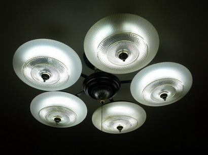 ブラジルコーヒー店内・天井の照明