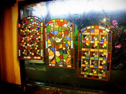 窓のステンドグラス