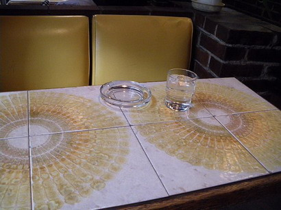 ひまわりのテーブル