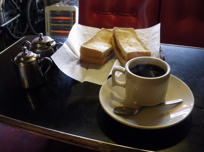 ジャムトーストとコーヒー