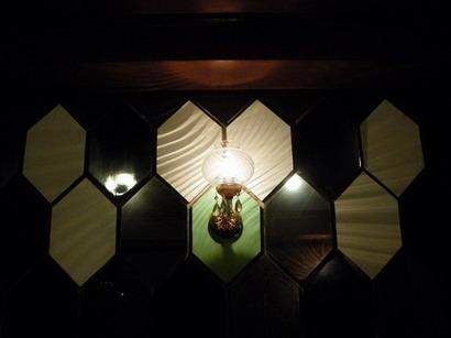壁の六角形
