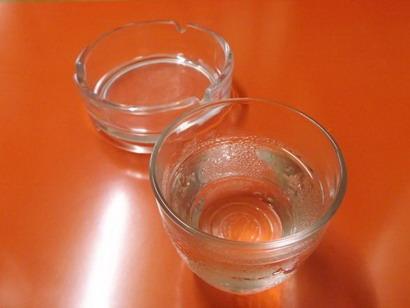 ミルクホール モカ・水と灰皿