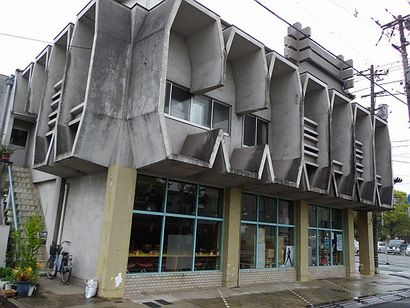 2階部がすごい建物2