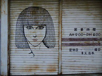 甚目寺・シュールな女たち2