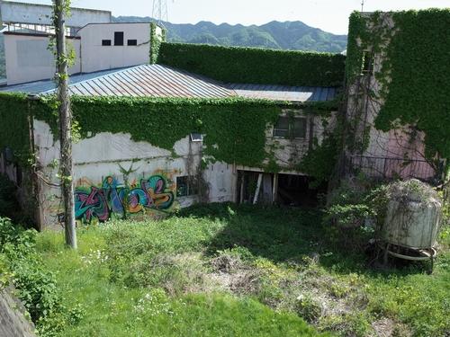 相模湖畔の廃墟AOI