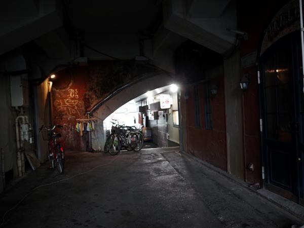 有楽町高架下センター商店会5