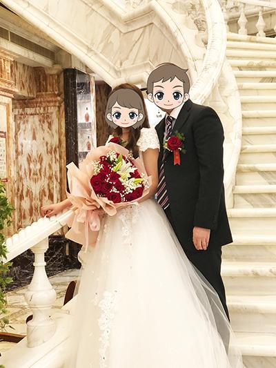 中国国際結婚 らせん階段で撮ったお似合いのカップルの記念写真です。