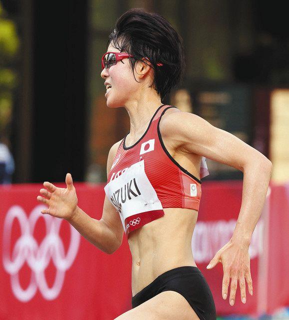 女子マラソンで力走する鈴木亜由子選手=7日、札幌市で