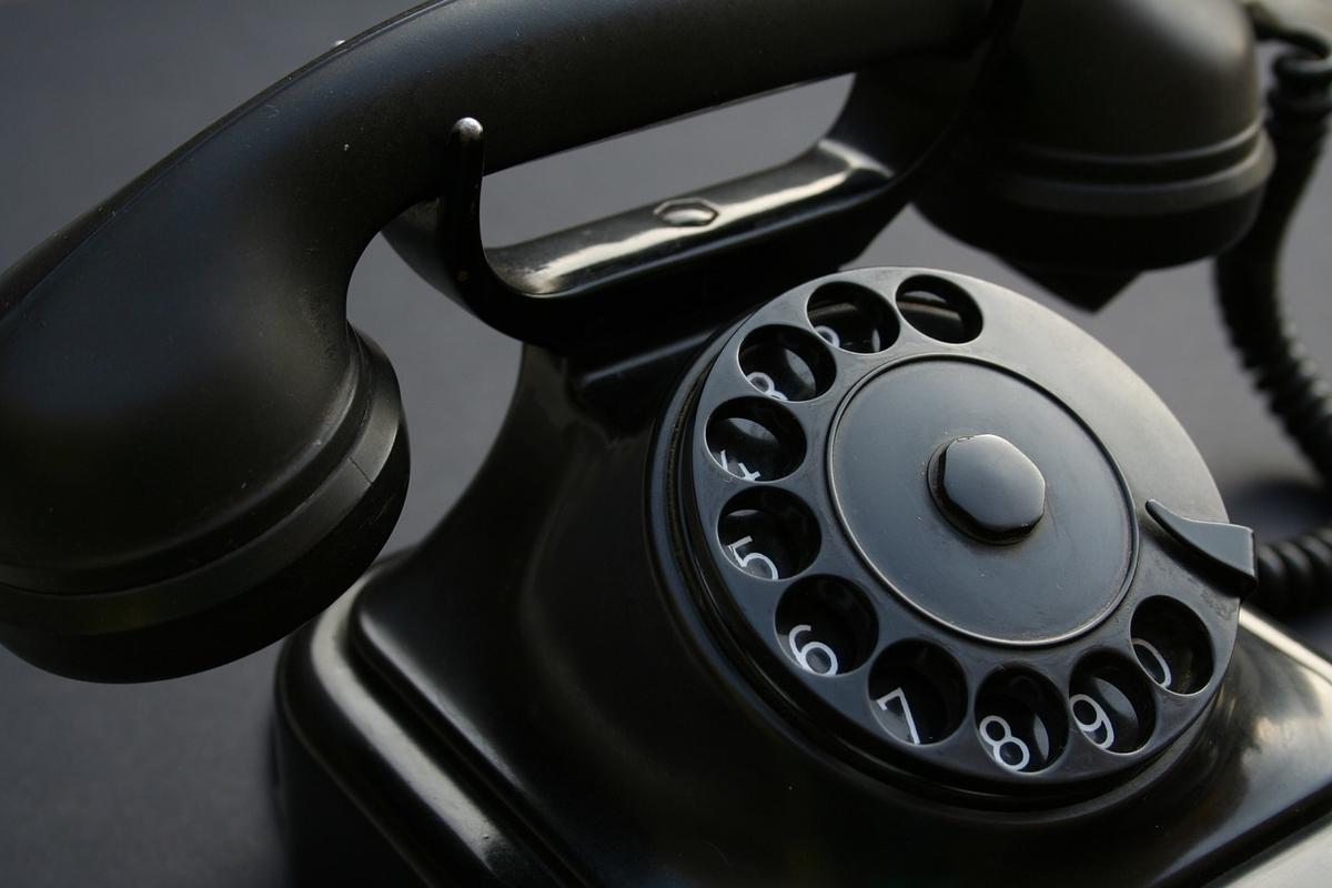レトロな黒い電話