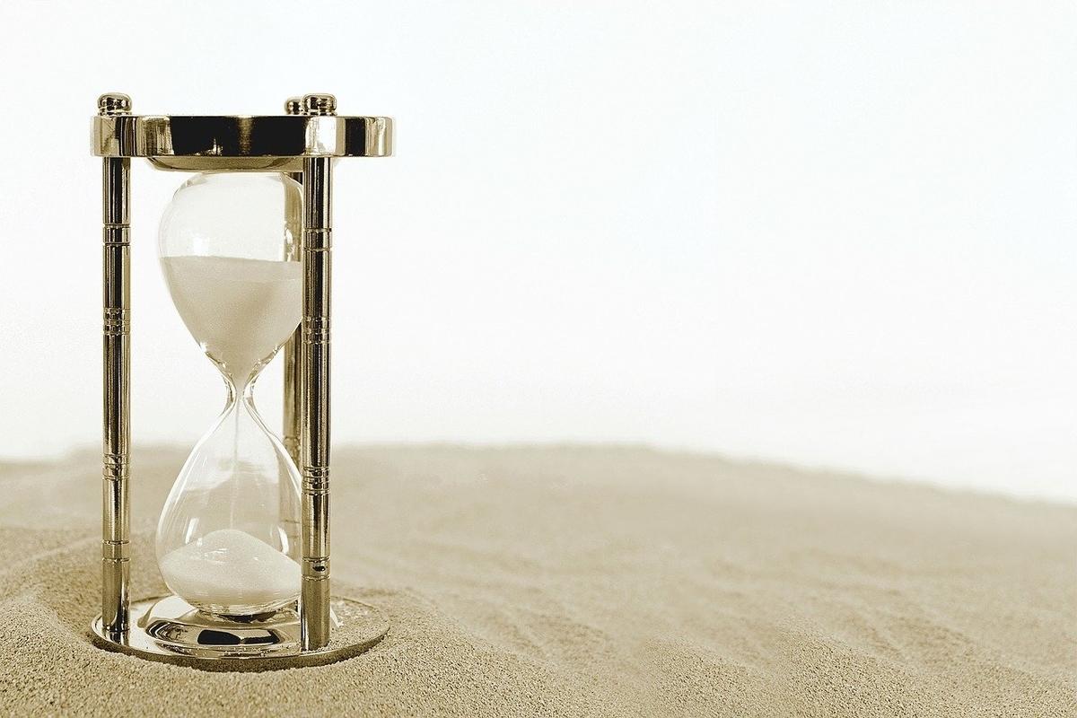 すぐに終わってしまう砂時計のイメージ
