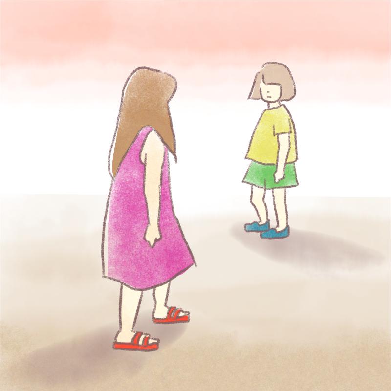 遠めで見つめ合う女の子2人