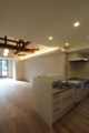 丸太梁のあるリフォーム キッチン