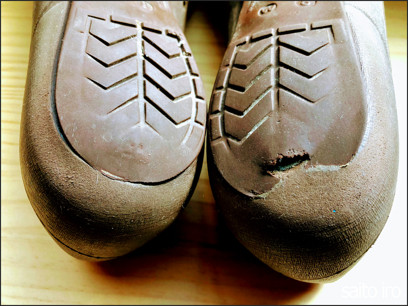 破れた靴の底