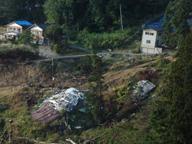 押し流され倒壊した建物(2005年10月)