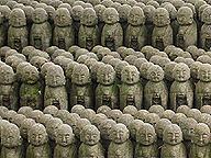 お地蔵さん、一人、二人、三人……。見えるものと、人の頭の中の数は統合されている