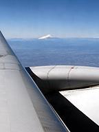翼の上の富士山