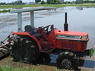 機械抜きに現代の農業を語れば、それは虚構と言うほかない。多くの新しい種苗、化学工業製品である多くの資材についても、同じことが言えるのだが。