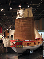 朱印船(模型。国立歴史民俗博物館)。かつて明に渡航を拒否された日本の貿易商は、他のアジア諸国に向かった