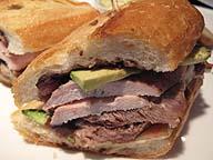 サンドイッチを店で作って家で食べれば「中食」、家で作って店で食べれば……「持ち込み」