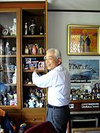 坂本社長とペンギングッズ
