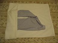 洗ったワイシャツをバスタオルで包む