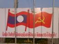 [lao]革命記念日のための飾り。国旗と共産党旗