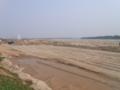 20100328護岸工事中のメコン川沿い