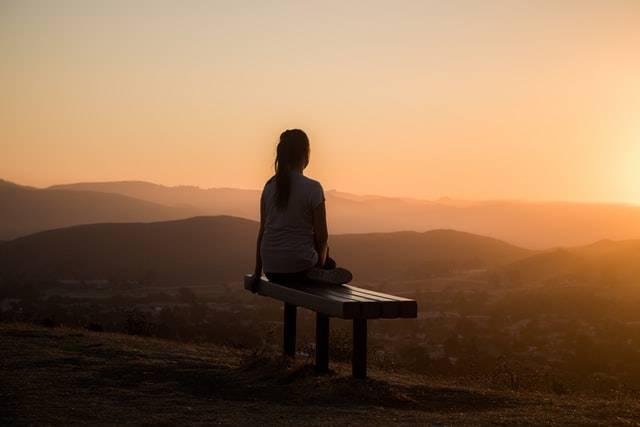 『まぶたの裏を観察する瞑想』がオモシロイ【「観察」と「イメージ」の違いとは?私の実感】