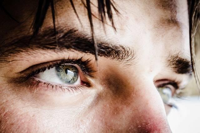 疲労感・頭痛の原因は?『眼精疲労』のバイオハック【私が日常気をつけていることを解説】
