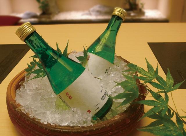 酒瓶2つの画像