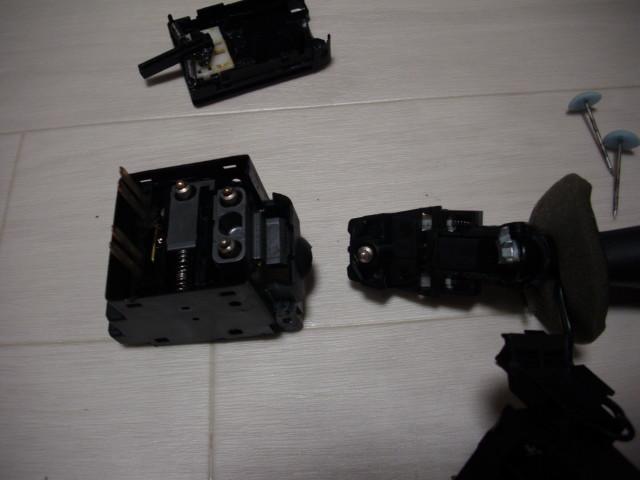 プジョー206のウインカー分解整備