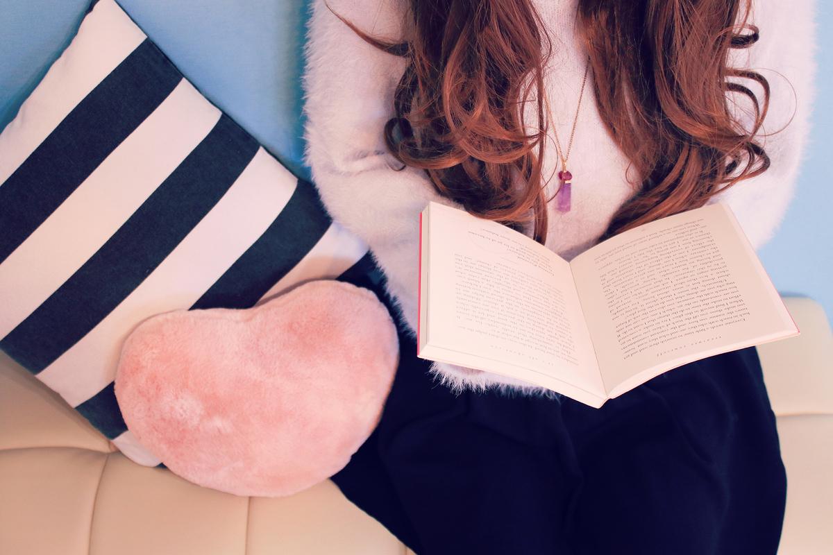 本を読む女子