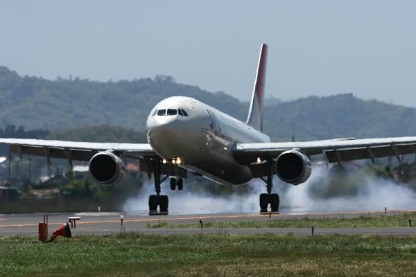 JL JA8377 A300-600R
