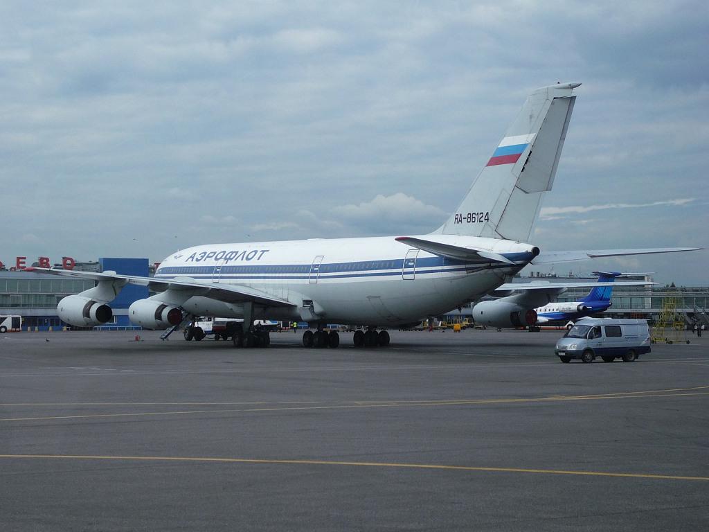 SU RA-86124 Il-86
